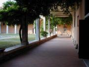 Foto del percorso interno del chiostro nell'Istituto